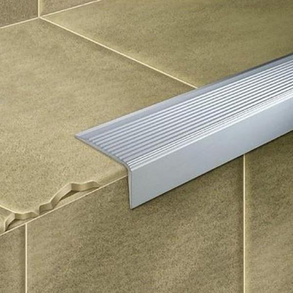 perfiles para escaleras de aluminio antideslizante