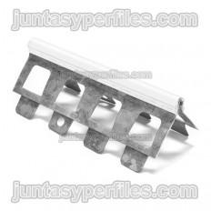 Protection métallique avec bord en PVC pour mortiers monocouches
