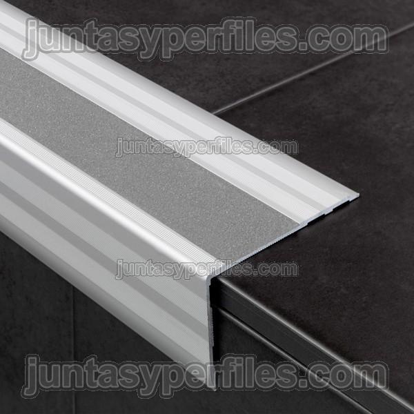 Pelda os para escalera con cinta antideslizante for Donde ubicar las escaleras en una vivienda