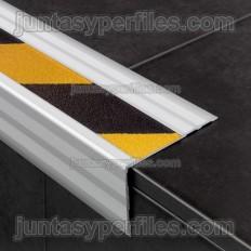 Peldaños para escalera con cinta antideslizante color amarillo/negro Novopeldaño Safety