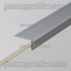 Novopeldaño 5 - Perfiles para escaleras de aluminio antideslizante