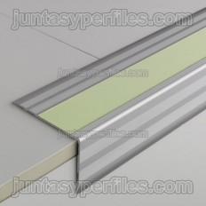 Novopeldaño Lúmina - Borda da escada de alumínio com fita fotoluminescente
