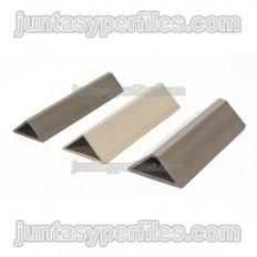 Chanfer edge plaster profile for concrete formwork