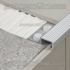 Novopeldaño 4 - Profils pour marches en aluminium